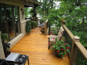 Kansas City cedar deck by Archadeck