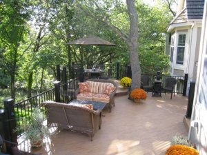 Composite deck in Kansas City using TimberTech Earthwoods