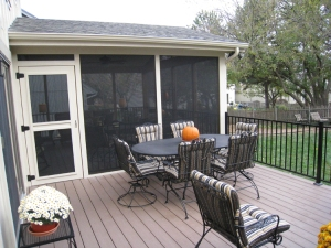 AZEK Sedona low maintenance deck with black Fortress steel railings