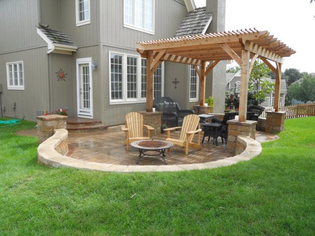 Shawnee KS hardscape patio with cedar pergola